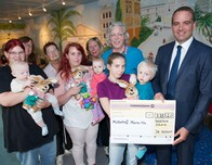 Press picture: Birthday present: Vaillant hands donation to Mothers Group Mama mia