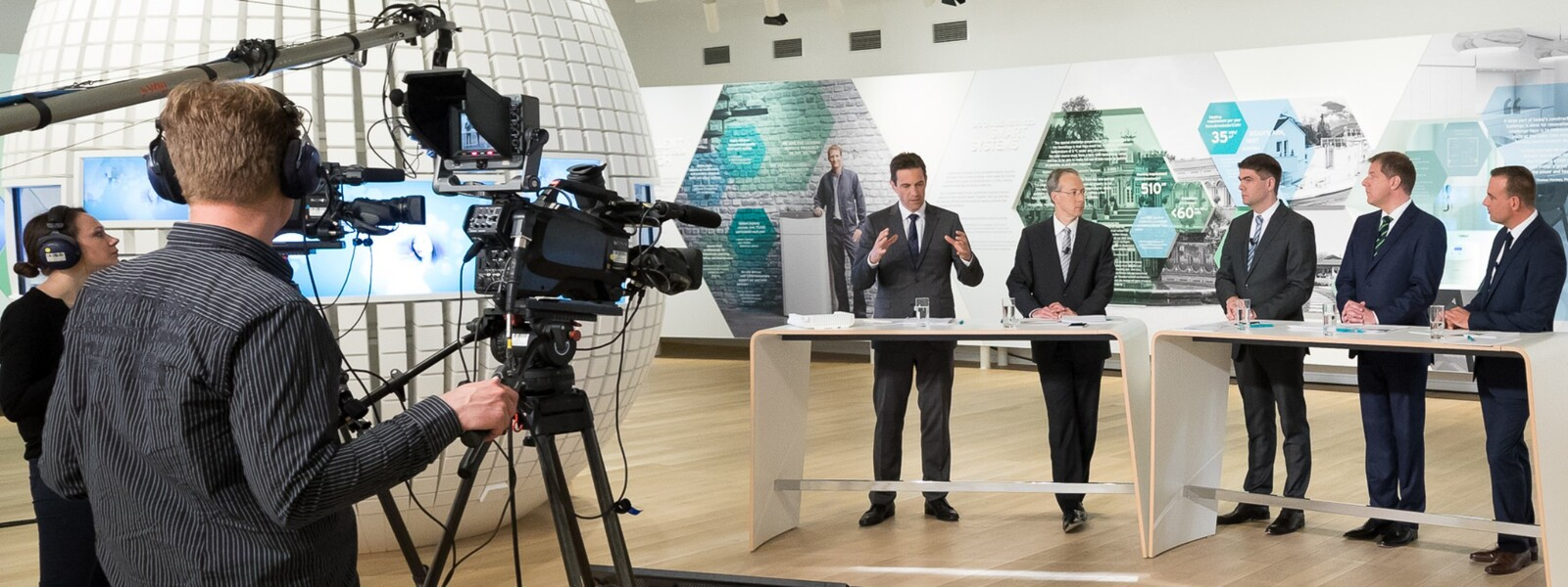https://www.vaillant-group.com/newsroom/pressemitteilungen/2017/jpk-2017/slider/pressconference2017-expovaillantgroupremscheid-982467-format-24-9@1600@desktop.jpg