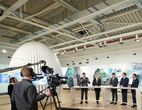 https://www.vaillant-group.com/newsroom/pressemitteilungen/2017/jpk-2017/slider/pressconference2017-expovaillantgroupremscheid-982467-format-9-7@480@desktop.jpg