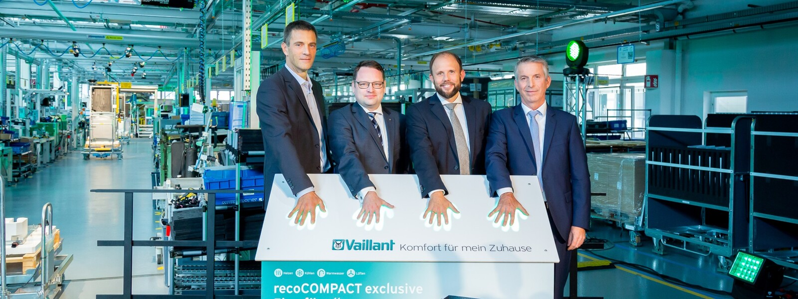 https://www.vaillant-group.com/newsroom/pressemitteilungen/2018/eroeffnung-waermepumpen-fertigung/2018-10-10-pb-vaillant-einweihung-waermepumpen-fertigung-1336458-format-24-9@1600@desktop.jpg