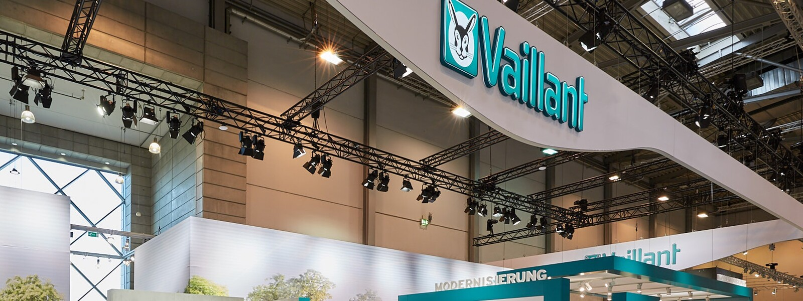 https://www.vaillant-group.com/newsroom/pressemitteilungen/2018/shk-2018/vaillant-shk-2018-messestand-2-1169707-format-24-9@1600@desktop.jpg